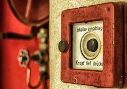 Požární detektory a poplachové hlásiče jako nezbytnost v řadě objektů