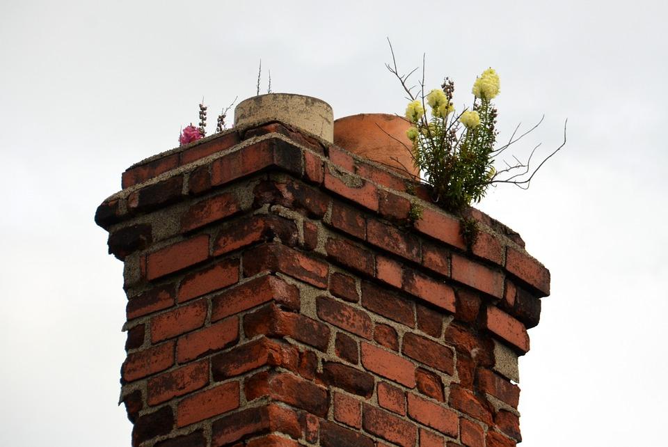 Stále se zavčasu nečistí komíny. To vede k výpuku požárů
