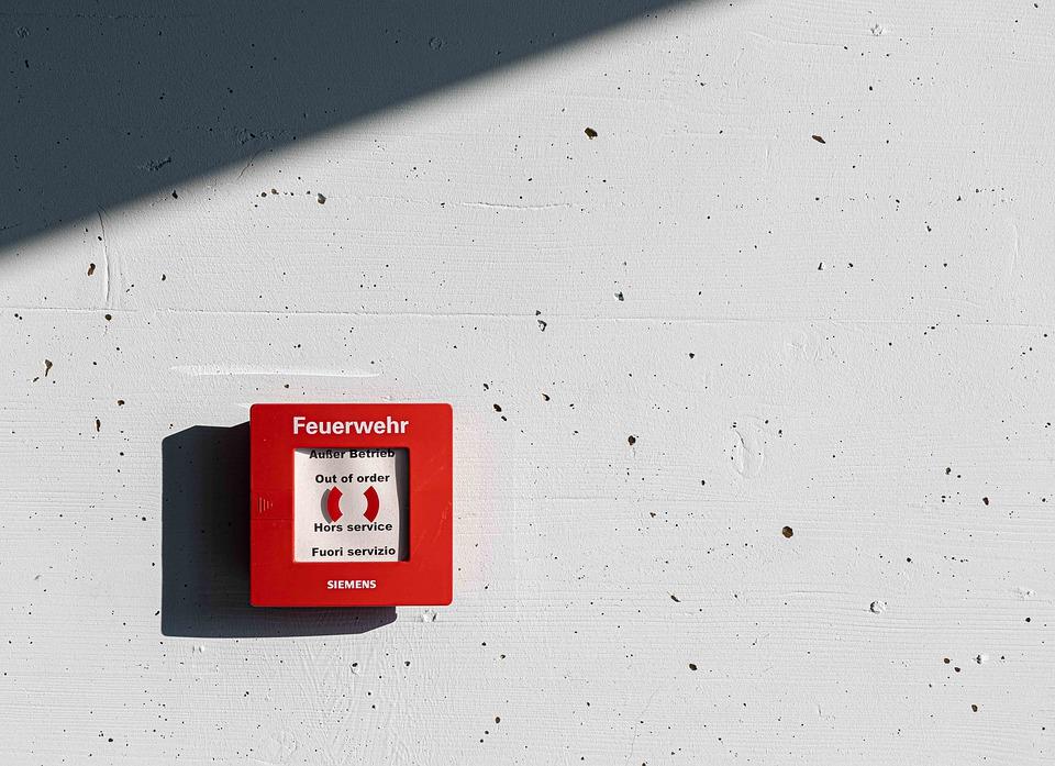 Cvičný požární poplach nepodceňujte. Připravuje vás na špatný scénář